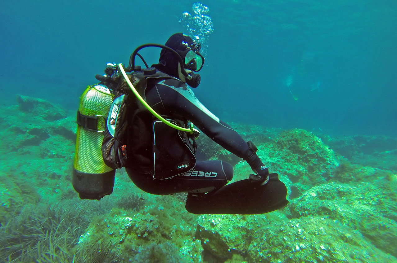 Oxygen Systems Used Underwater And In The Sky Air